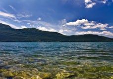 ясное озеро стоковая фотография rf