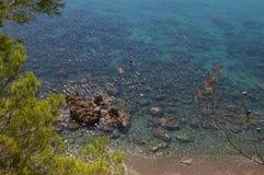 Ясное открытое море в пляже стоковое фото rf