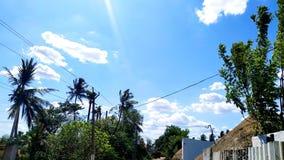 Ясное яркое небо стоковая фотография