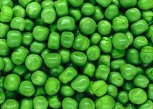 Ясность и взгляд диеза близкий поднимающий вверх свежей предпосылки зеленых горохов отделывают поверхность стоковые изображения rf