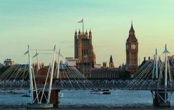 ясность ben большая расквартировывает лето westminster неба парламента london стоковое фото