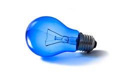 Ясно голубая изолированные электрическая лампочка и отражение света, Стоковое фото RF