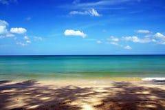 Ясные море и bluesky стоковое изображение rf