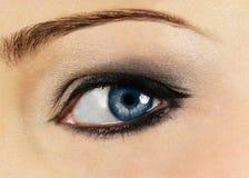 Ясный голубой глаз женщины Стоковые Фотографии RF