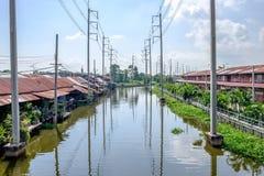 Ясный канал с folkway вокруг его Стоковое Изображение