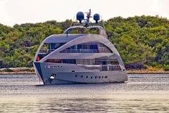 Яхта высокой технологии современного дизайна роскошная стоковое фото