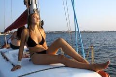 яхта девушки счастливая Стоковое Изображение