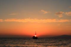 яхта захода солнца mykonos Стоковые Фотографии RF