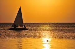 яхта захода солнца sailing Стоковое фото RF