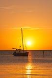 яхта захода солнца sailing Стоковая Фотография