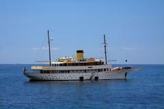 Яхта классицистических 1930s курсируя Стоковое фото RF