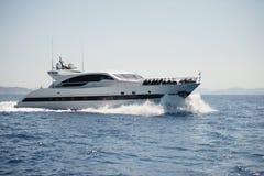 Яхта мотора на открытом море Стоковая Фотография RF