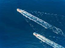 Яхта на море Вид с воздуха роскошного плавая корабля Стоковое Фото