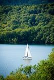 Яхта на озере Windermere, английском районе озера Стоковое Изображение