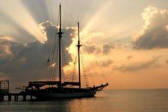 Яхта на пристани стоковые изображения