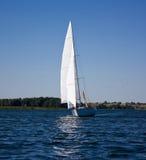 яхта озера Стоковое Изображение