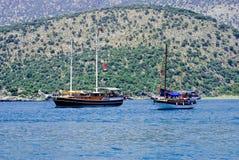 Яхта поставленная на якорь в Kekova, Турция Стоковые Фотографии RF