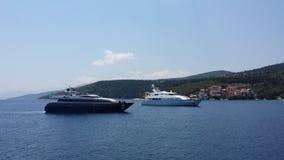 Яхта приходя затаить Стоковое Фото