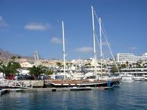 Яхта причаленная в порте двоеточия Тенерифе Canaries Puerto Стоковое фото RF