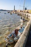 Яхта причаленная на стене гавани Margate Стоковое Изображение