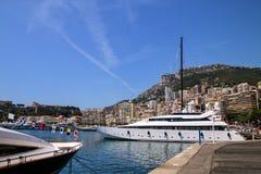 Яхта состыковала на порте Геркулесе в палате Condamine Ла Монако Стоковая Фотография RF