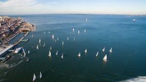 Яхты в воде вокруг вида с воздуха пристани Стоковое Изображение RF