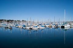 Яхты в гавани Монтерей стоковые фотографии rf