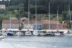 Яхты в гавани гавани Fiskardo Стоковые Фотографии RF