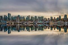 Яхты в заливе, Ванкувере, Британской Колумбии, Канаде Стоковое фото RF