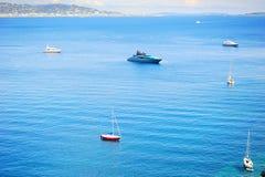 Яхты в заливе стоковое изображение rf