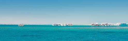 Яхты в панораме океана Стоковая Фотография