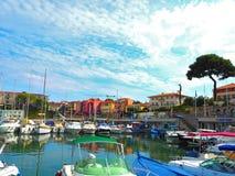 Яхты в порте Свят-Джин-крышки-Ferrat - курорт и коммуна на юговостоке Франции на мысе Cote d'Azur в Провансали-Alpes стоковая фотография
