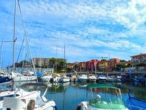 Яхты в порте Свят-Джин-крышки-Ferrat - курорт и коммуна на юговостоке Франции на мысе Cote d'Azur в Провансали-Alpes стоковое изображение