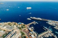 Яхты в фото лета трутня riviera города Монако Монте-Карло порта стоковое изображение rf