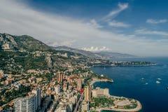Яхты в фото лета трутня riviera города Монако Монте-Карло порта стоковые изображения