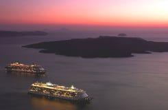 Яхты захода солнца в santorini Стоковое Фото