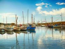 Яхты на море в порте в St Tropez стоковые фотографии rf