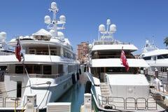 Яхты острова рая стоковые фото
