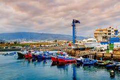 Яхты паркуя в гавани на заходе солнца, яхте гавани в Тенерифе, Ca Стоковые Изображения RF