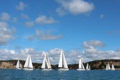 Яхты плавая на спокойных морях Стоковое Фото