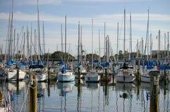 яхты причаленные гаванью Стоковое Фото