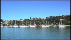 Яхты причаливая в заливе островов Новой Зеландии видеоматериал