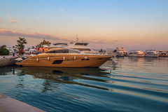 Яхты Hurgada Египта современные на новых пристанях Марины Стоковые Фотографии RF