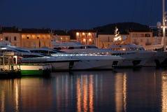 яхты tropez святой Франции роскошные стоковое изображение rf