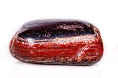 Яшма макроса минеральная каменная с гематитом на белой предпосылке Стоковые Фото