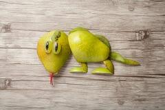 Ящерица сделанная из груши Стоковое фото RF