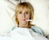 Я болен в кровати! Стоковая Фотография