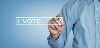 Я голосую текст с рукой бизнесмена стоковые изображения rf