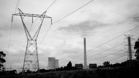 Ядерная электрическая станция электричества черно-белая Стоковое Изображение