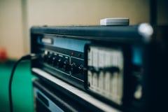 Ядровый усилитель в студии музыки записи Оборудование музыканта Стоковая Фотография RF